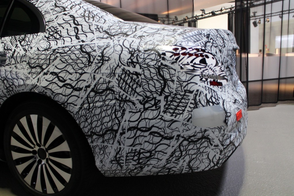 2017-mercedes-benz-e-class-in-camouflage-tech-day-presentation-germany-jul-2015_100517694_l