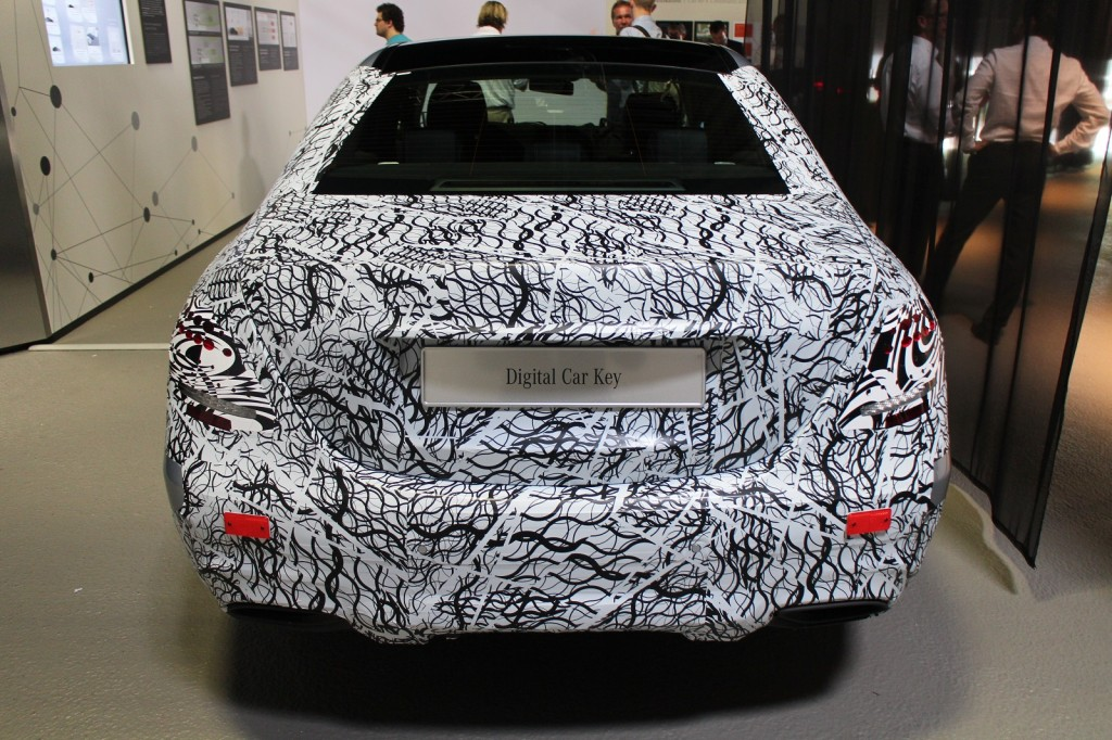 2017-mercedes-benz-e-class-in-camouflage-tech-day-presentation-germany-jul-2015_100517698_l