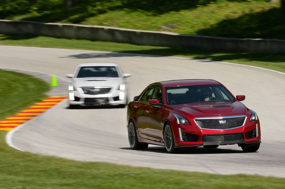 2016-cadillac-cts-v-front-view-in-motion